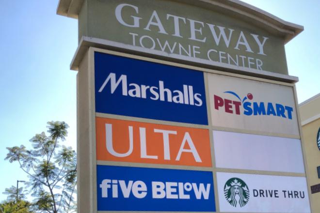 Illuminated pylon sign - tenant directory - Gateway Towne Center