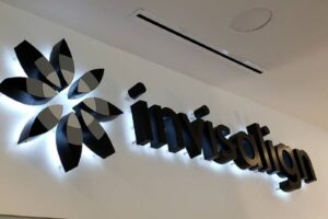 Neon and LED signs - Invisalign